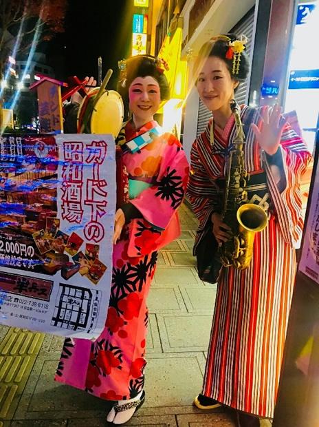 昭和レトロ居酒屋「薄利多賈 半兵ヱ」新宿歌舞伎町の2店舗の「チンドン屋デー」です