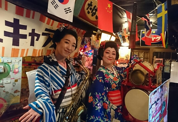 新宿歌舞伎町の「薄利多賣 半兵ヱ」のチンドン屋デーです